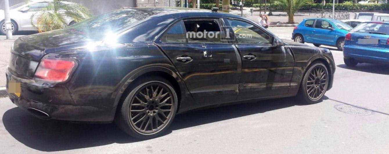 Bentley приступила к финальным тестам нового седана Flying Spur