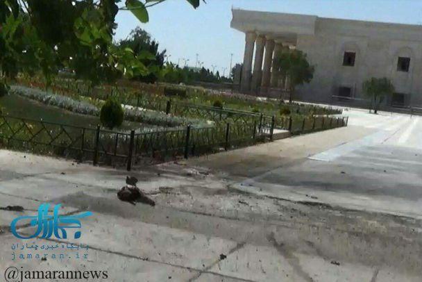 Кровь и разбитые окна. Появились фотографии с мест нападения в Тегеране
