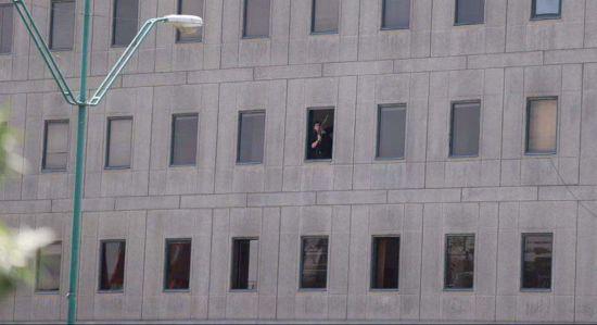 Один із нападників на мавзолей Хомейні в Ірані прийняв цианід, жінка-терорист підірвала себе - ЗМІ