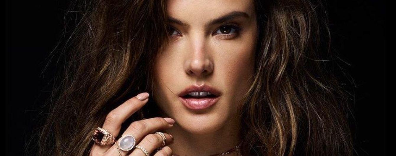 Алессандра Амбросио топлес снялась в рекламе украшений