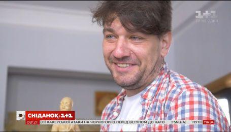 Знімає про війну, яку бачив на власні очі - історія режисера Олексія Шапарєва