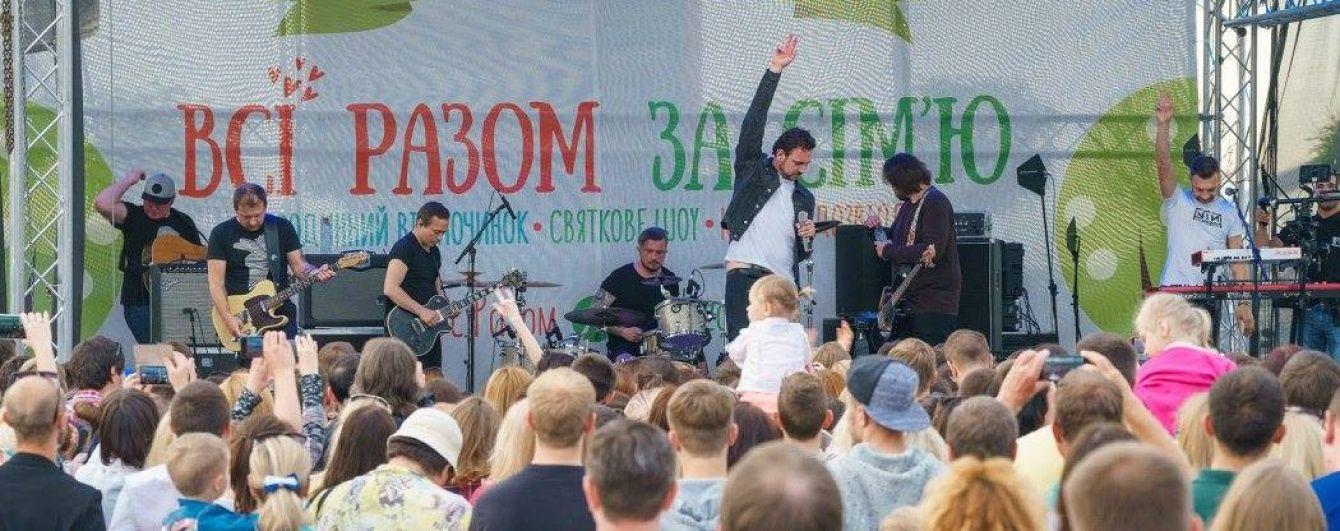 """Фестиваль """"Всі разом - за сім'ю!"""" на Поштовій площі відвідало близько 30 тисяч осіб"""