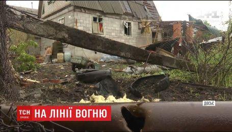 На Донбасі бойовики із зеніток обстріляли житлові сектори
