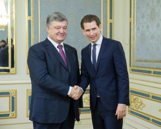 Порошенко та глава МЗС Австрії Курц обговорили посилення економічних та секторальних санкцій проти РФ