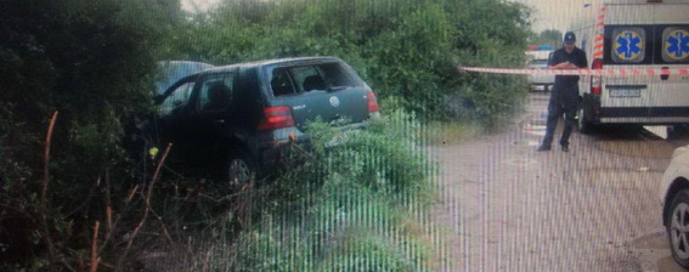 Закарпатские полицейские показали видео погони со стрельбой за угонщиками машины