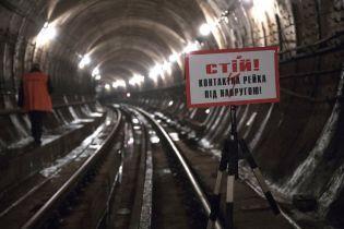 """В столичном метро полиция задержала иностранца, который слонялся тоннелями около """"Крещатика"""""""