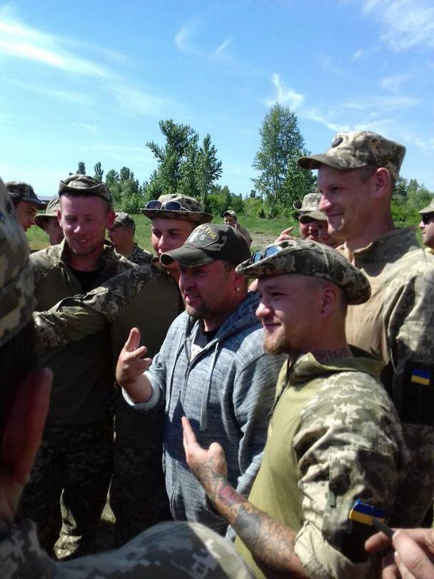 """""""Квартал 95"""" поделился трогательными фото своих встреч с бойцами и их семьями"""