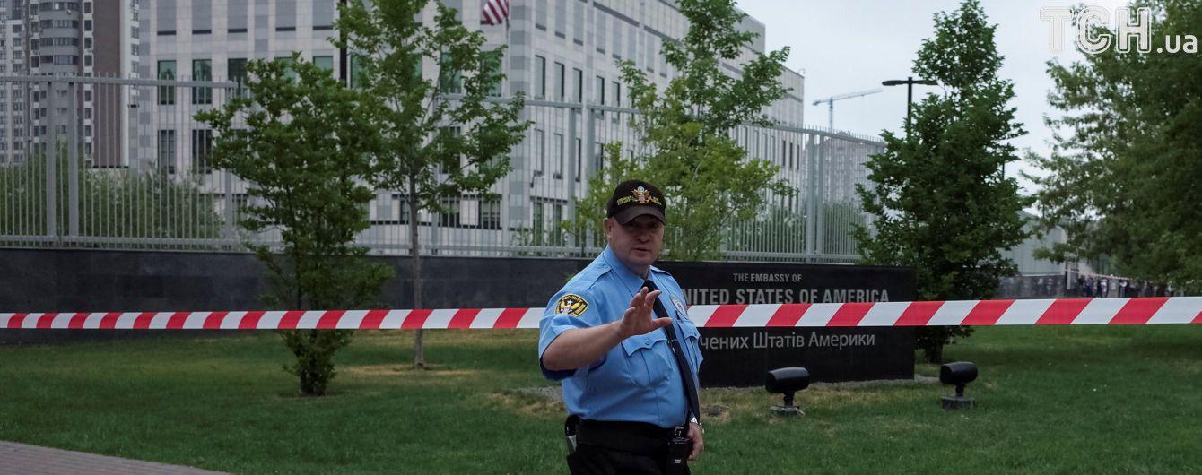 """Полиция считает взрыв на территории посольства США """"злостным хулиганством"""""""