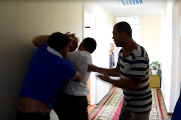 У Миколаївській обраді жорстоко побилися депутати і боксер