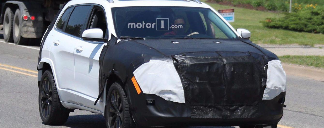 Jeep приступил к испытаниям обновленного кроссовера Cherokee