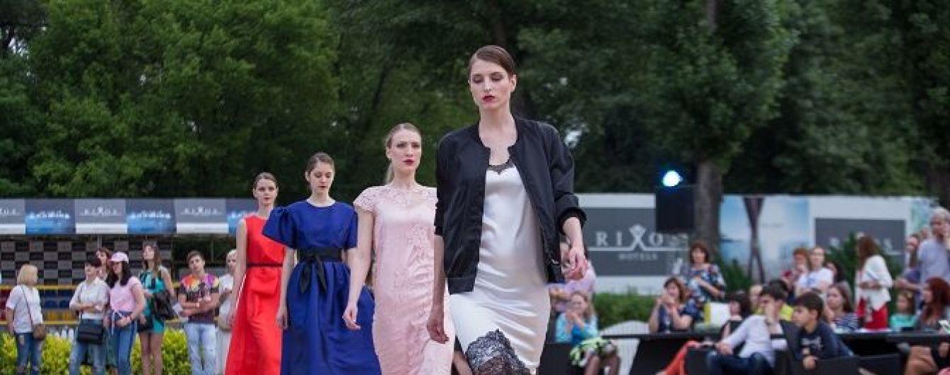 Платья в бельевом стиле и пастельные цвета: Андре Тан представил новую коллекцию на вечеринке на берегу Днепра