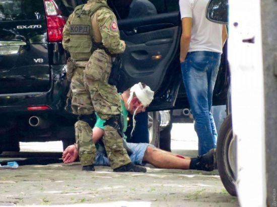 КОРД та зброя: в Одесі після затримання госпіталізували підозрюваних грабіжників - ЗМІ