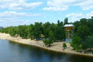 В Киеве на Трухановом острове загорелся пляж для нудистов