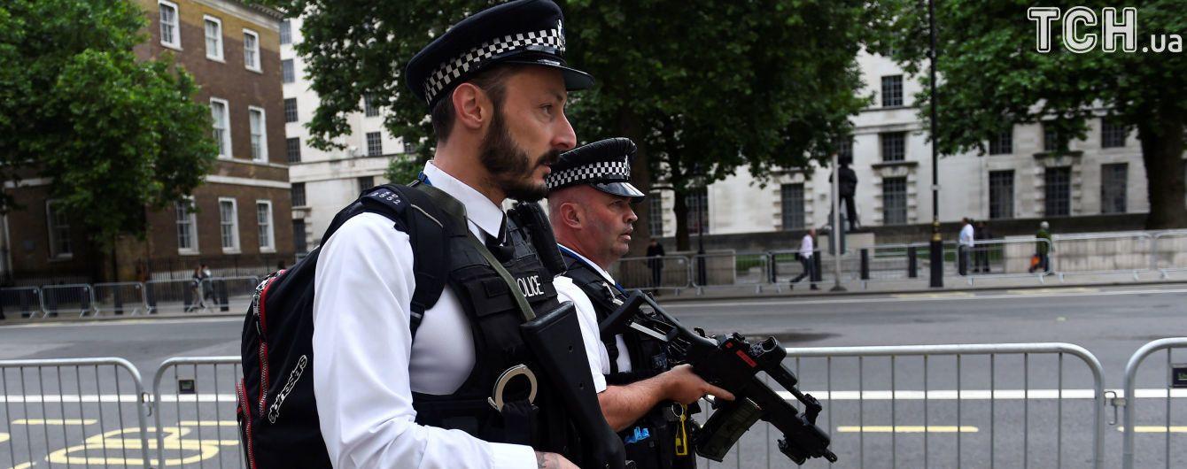 В Британии вооруженный мужчина захватил центр занятости
