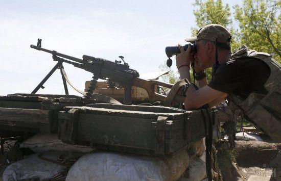 Гарячий Донецький напрямок та поранений український військовий. Дайджест АТО