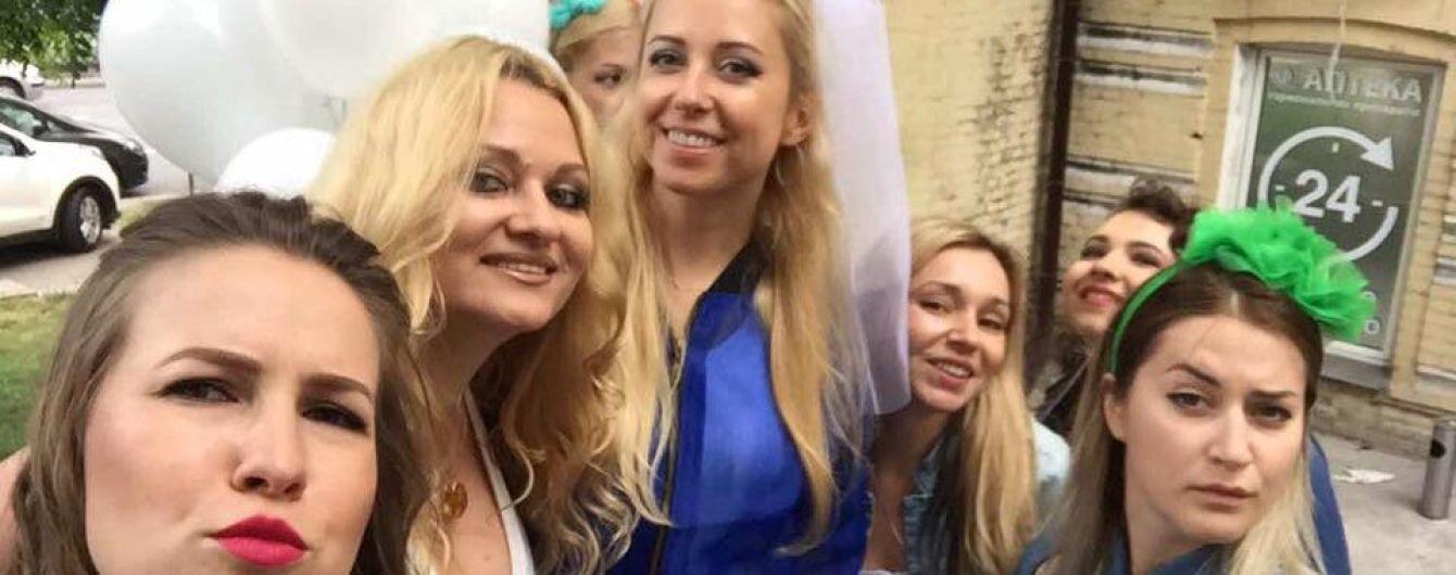 Подружки Тоні Матвієнко показали кумедні фото з її дівич-вечора