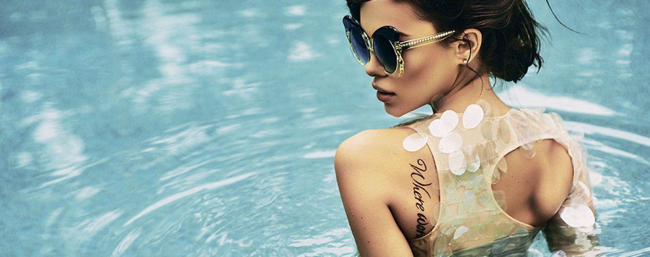 Сексапильная Мария Яремчук в прозрачном купальнике показала формы в бассейне
