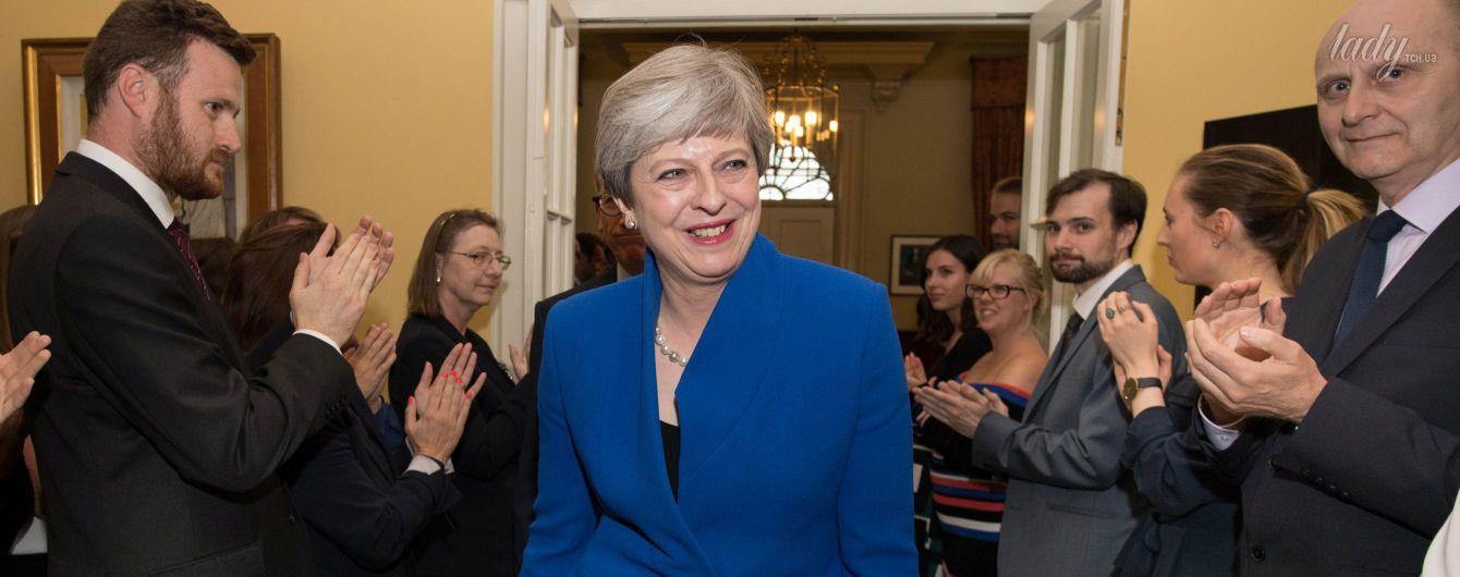 В ярком костюме и питоновых туфлях: Тереза Мэй отправилась на встречу с королевой Елизаветой II