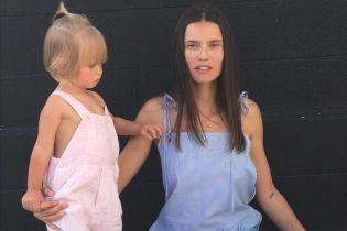 Бьянка Балти показала милые фото с младшей дочерью Мией