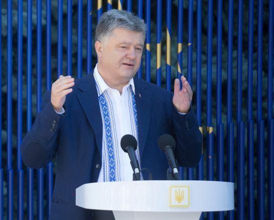 Порошенко доручив розробити законопроект про реінтеграцію Донбасу