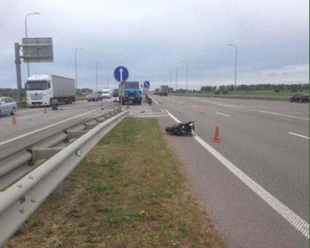 Смертельна ДТП на Житомирщині: мотоцикл потрапив під колеса вантажівки