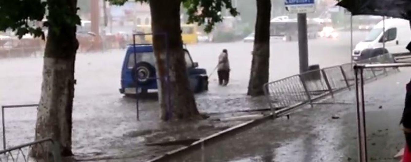 Мощный ливень затопил Симферополь: улицы превратились в бурные реки