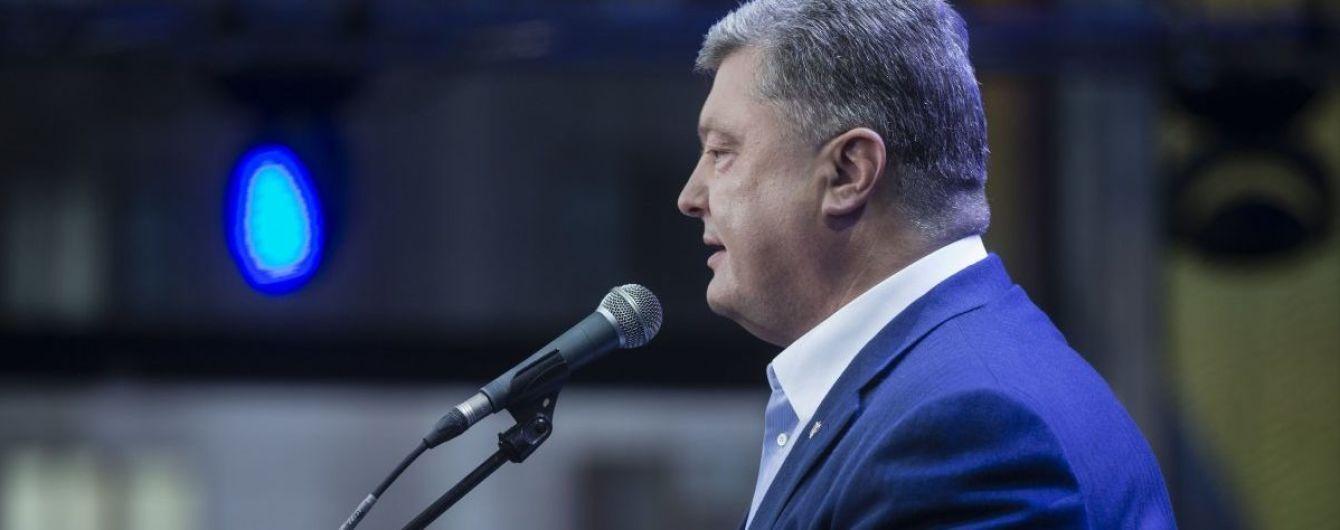 Порошенко назвав символічним впровадження безвізу з ЄС напередодні головного свята Росії