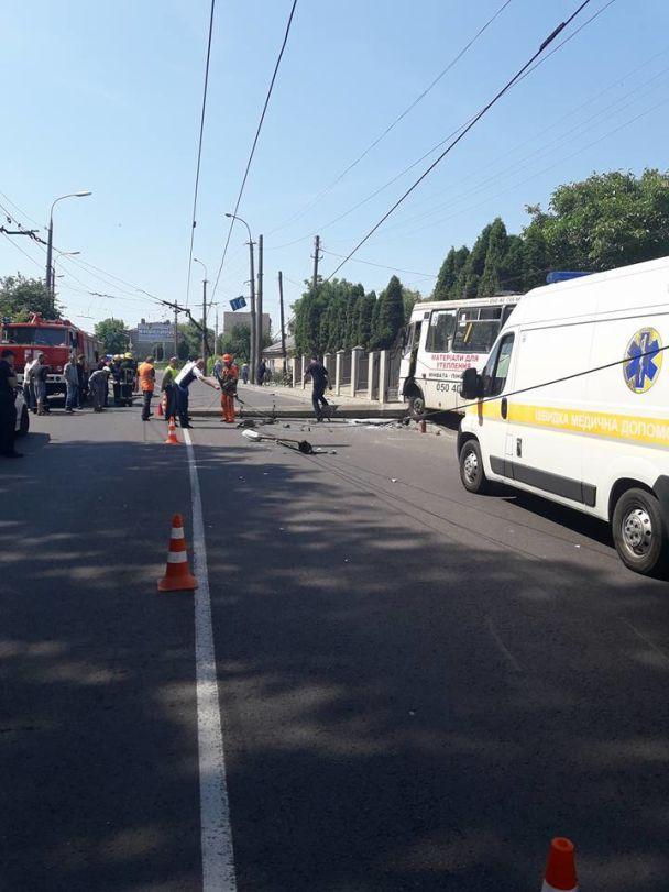 Масштабна ДТП у Луцьку: госпіталізовано 10 людей