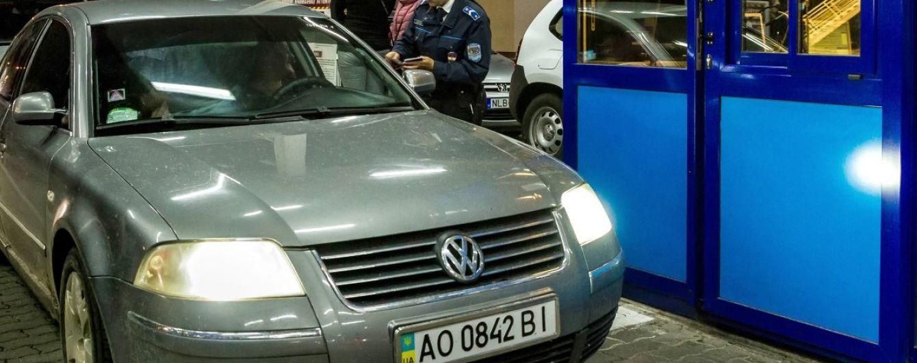 Сотні українців вирушили до ЄС за безвізом, 80% перетнули кордон автомобілями - ДПСУ