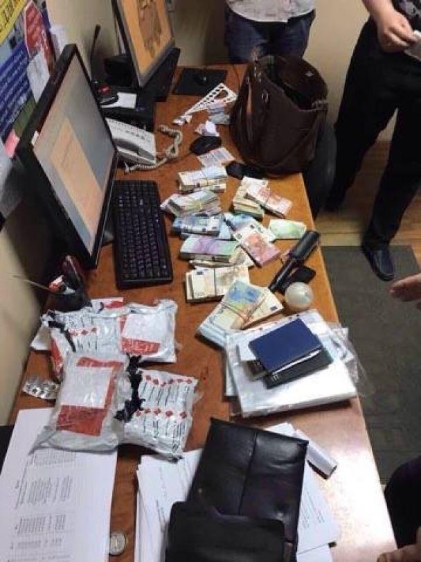 """На Буковине накрыли канал нелегального вывода валюты из Украины, который """"крышевали"""" госслужащие"""