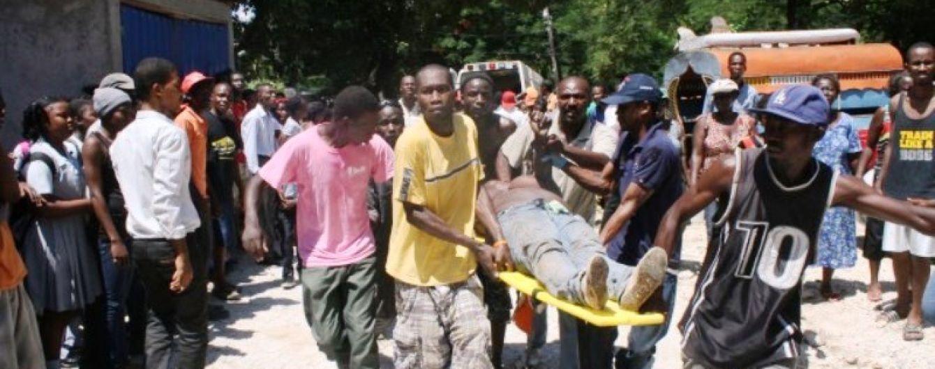 На Гаити грузовик протаранил толпу: есть погибшие и раненые