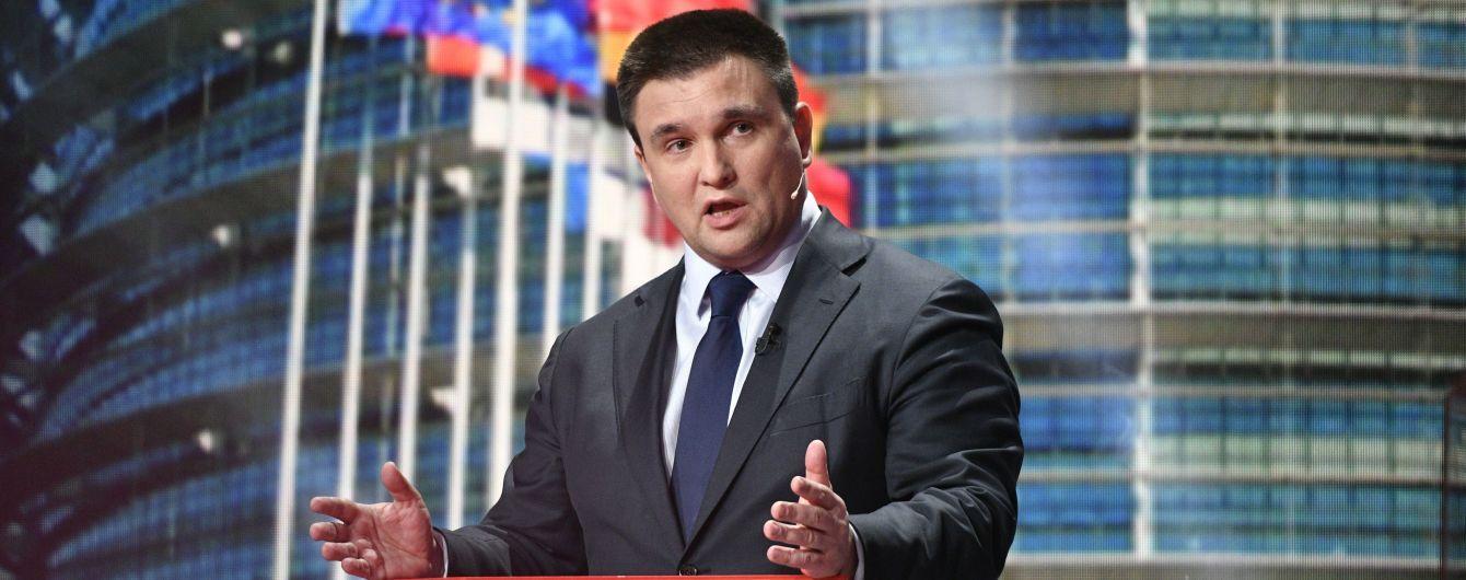 Візи вже відходять: Клімкін розповів, як можна контролювати потік росіян на кордоні