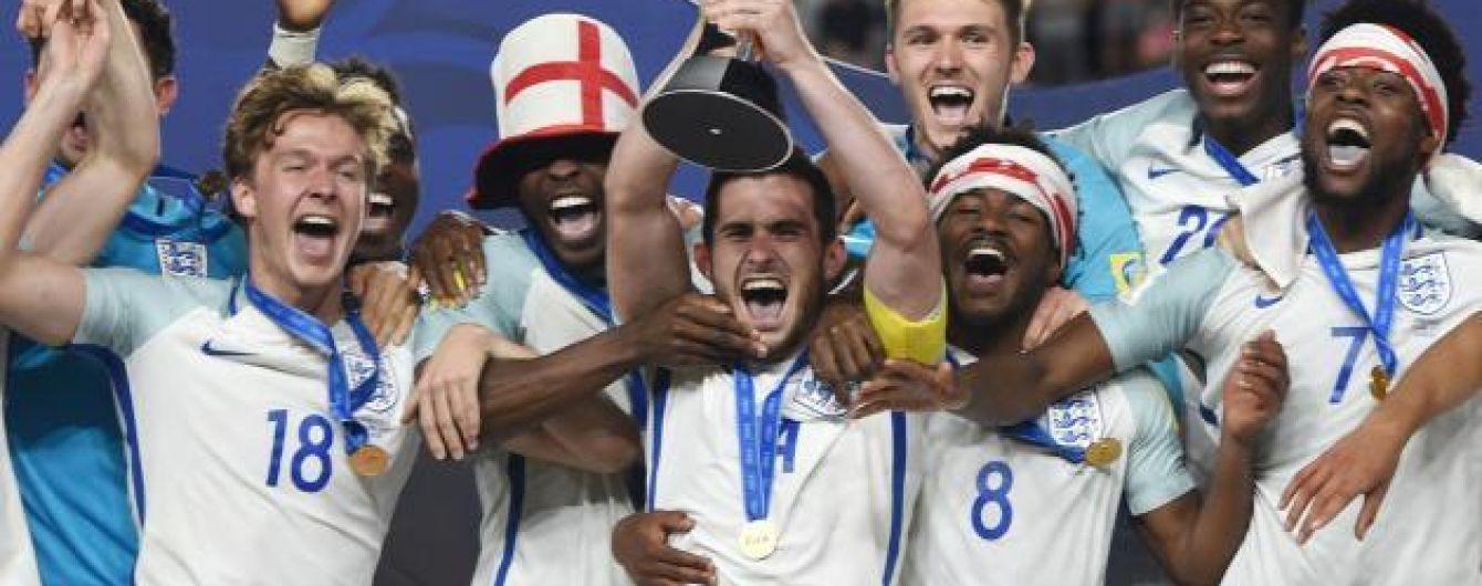 Пиво та танці на стільцях. Як молодіжна збірна Англії відсвяткувала перемогу на чемпіонаті світу