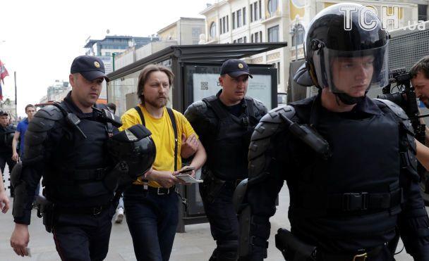 На митингах против коррупции в РФ задержали сотни людей