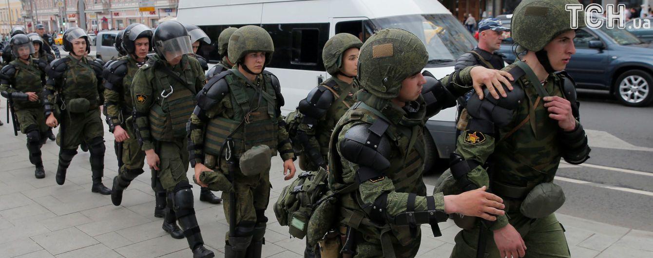 В Москве против двух митингующих завели уголовные дела за нападения на полицейского