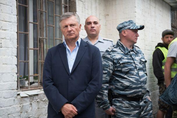 """Знімання """"Слуги народу-2"""": реальні ув'язнені і фуршет з морепродуктами"""