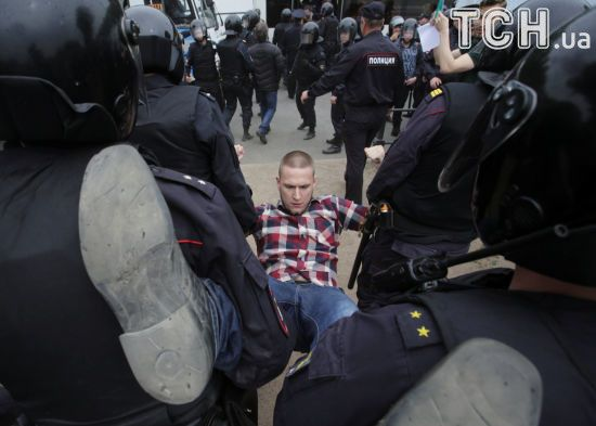 У Петербурзі в камери до затриманих на антикорупційному мітингу пустили газ – ЗМІ