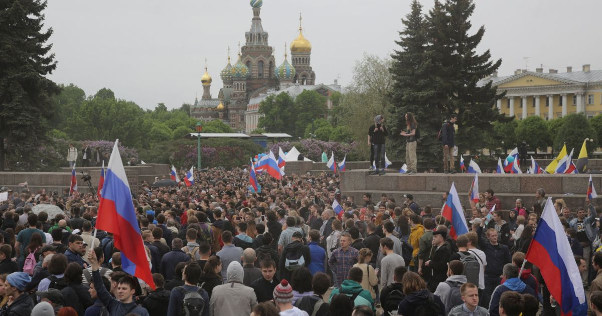 Фото с акции в Санкт-Петербурге @ Reuters