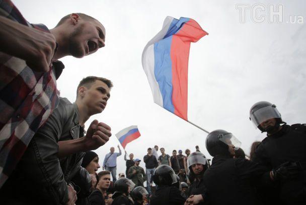 На митингах против коррупции в РФ задержали полтысячи людей