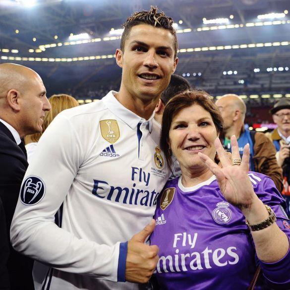 Роналду з мамою Долорес