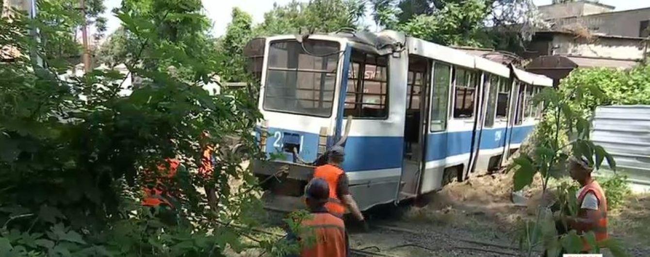 Трагическое столкновение трамвая и поезда в Днепре: погибший нарушил правила безопасности движения