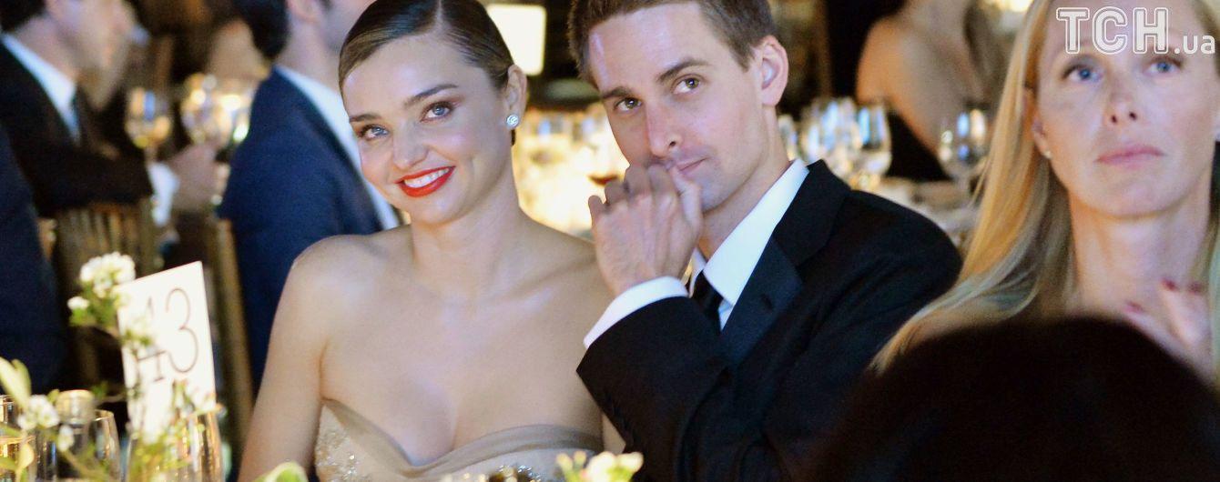 Міранда Керр поділилася із Гвінет Пелтроу подробицями свого весілля
