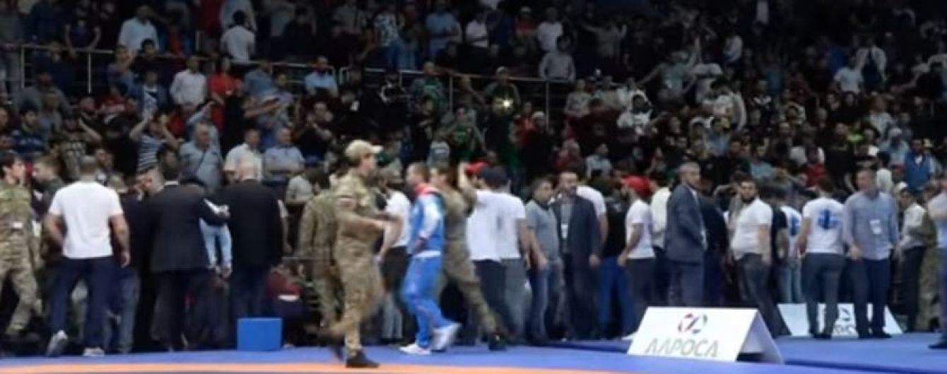 Глядачі влаштували масову бійку на чемпіонаті Росії з вільної боротьби