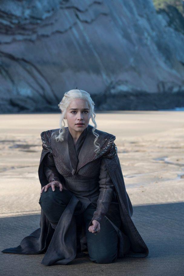 """Мужній Сноу та войовнича Дейенеріс: у Мережі з'явилися нові фото сьомого сезону """"Гри престолів"""""""