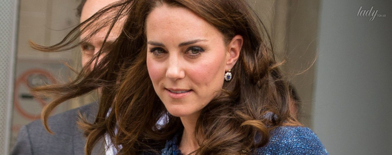 В синем костюме и туфлях-лодочках: герцогиня Кембриджская навестила пострадавших в терактах в Лондоне