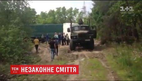 На Житомирщині селяни спіймали фури із львівським сміттям