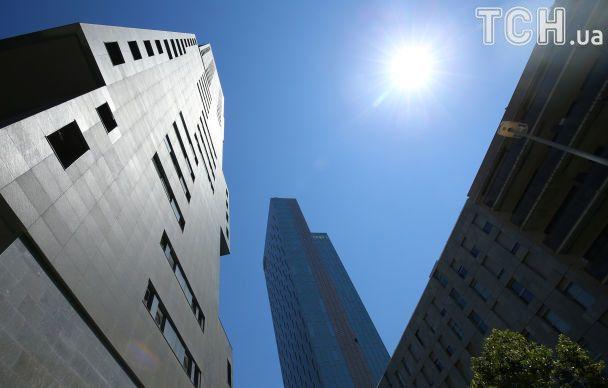 Человек-паук вылез на 29-этажный отель в Барселоне без страховки