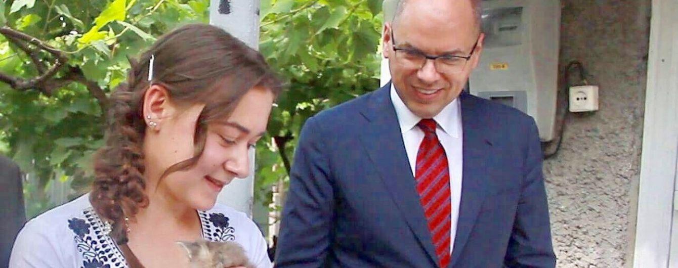 Голова Одеської ОДА Степанов подарував свій будинок в селі Ставрове сироті