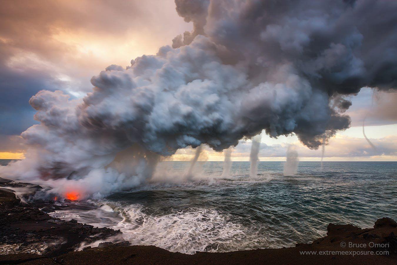 Зустріч вогню і води: у Мережі з'явилося неймовірне фото торнадо, утвореного гарячою лавою в океані