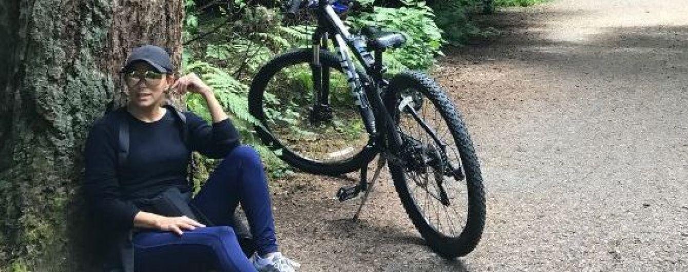 Долой лишние килограммы: Ева Лонгория выбралась на велопрогулку